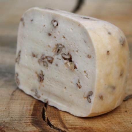 Přírodní sýr Kienberg s ořechy cca. 150g