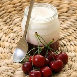 Jogurt plnotučný višňový 150g